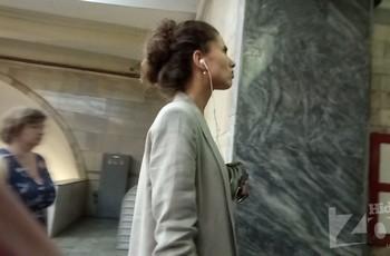 Подсмотрел в метро промежность под платьем