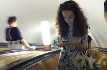 Трусики с прокладкой под платьем в метро