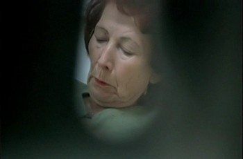 Старая женщина у гинеколога