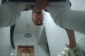 Скрытая камера в женском туалете вид снизу