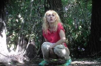 Русский писсинг в лесу