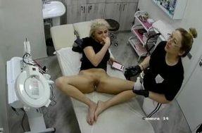 Скрытая камера в салоне эпиляции интимных зон