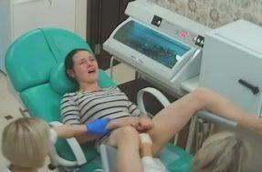 Девушка первый раз у гинеколога