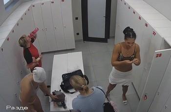 Скрытая камера в раздевалке спортсменок