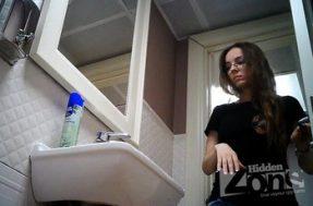 Подглядывающая камера в женском туалете