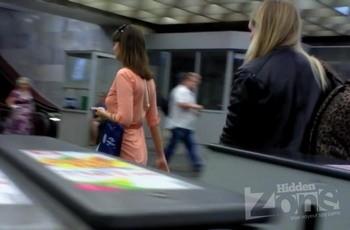 Видео под платьем в метро
