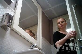 Владелец кафе установил скрытую камеру в туалете