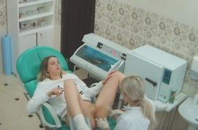 Приём молодой девушки в кабинете гинеколога