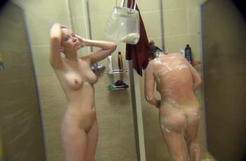 Скрытая камера в душе сняла сексуальную голую тёлку