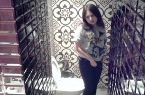 Для съёмки девушек в туалете скрывали камеру