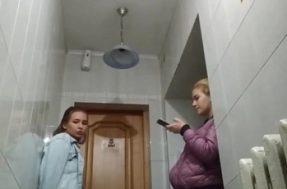 Подглядывание за девушками в туалете колледжа