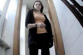 Скрытая камера в туалете учебного заведения