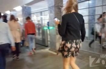 Под юбкой у незнакомой блондинки в метрополитене