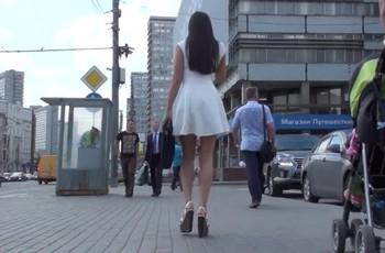 Подсмотренное под платьем молодой азиатки