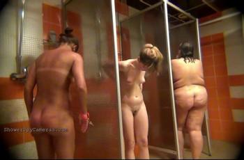 Видео из женского душа снимают скрытой камерой