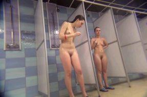 Снято скрытой камерой в душе для женщин